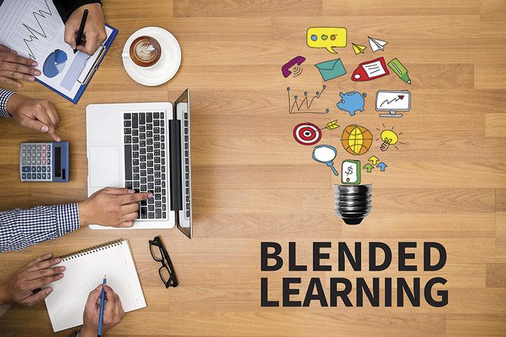 """Zu den Weiterbildungstrends der Zukunft gehört ein Ausbau des """"Blended Learning"""" – einer Mischung aus Präsenz- und Online-Seminar."""