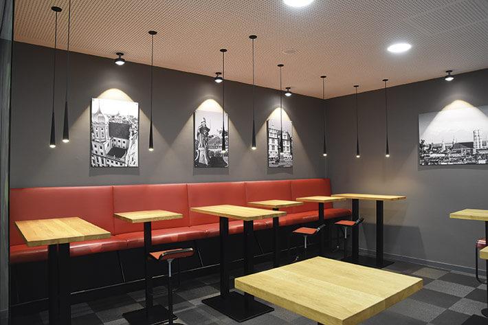 Lob und Anerkennung fanden vor allem der große Catering- Bereich (im Bild) und die modernen Seminarräume.