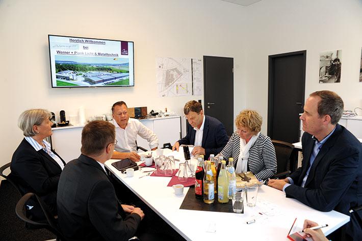 Fast auf den Punkt drei Jahre nach seiner Unternehmensübernahme: Roland Plank (Mitte) war Gastgeber für das Pressegespräch des LSWB-Magazins am 07.09.2018