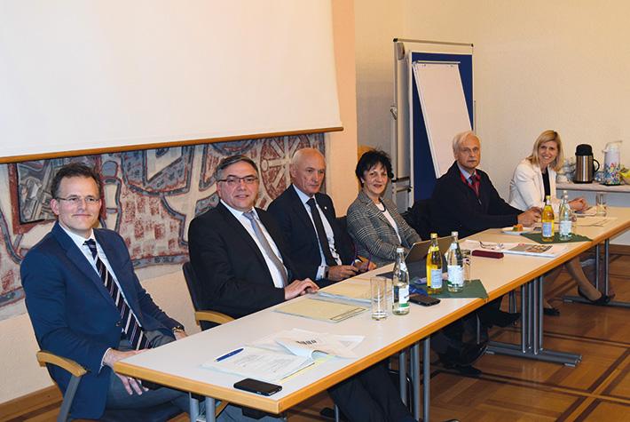 Podium (v.l.n.-r.): Herr Hirsch, Herr Hollmann, Herr Dr. Mehnert, Frau Menges, Herr Laukner, Frau Dehler
