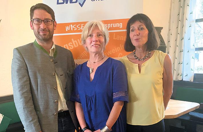 v.l.n.r.: Initiator Andreas Ponkratz mit Hildegard Küs-pert und Brigitte Behammer, den Amtsleiterinnen FA Passau und FA Grafenau.