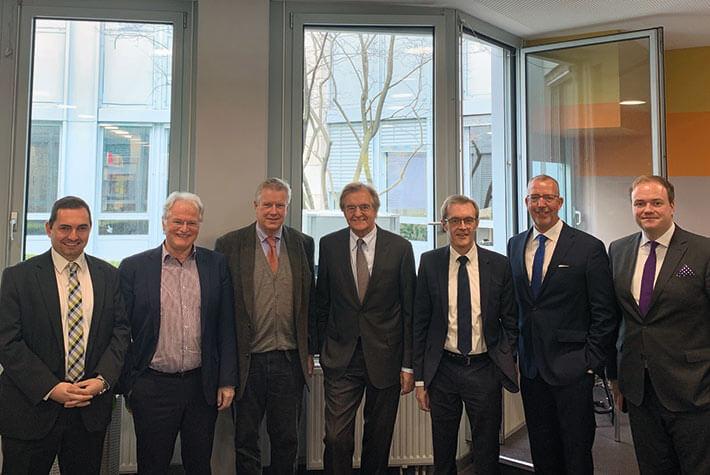 Prof. Dr. Winfried Schwarzmann (3.v.r.), Vorsitzender des LSWB-Ausschuss Wirtschaftsprüfung, und Referenten