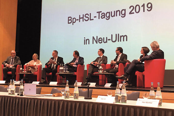 Podium der Tagung mit LSWB-Vizepräsidentin Sabine Oettinger (2.v.l.)