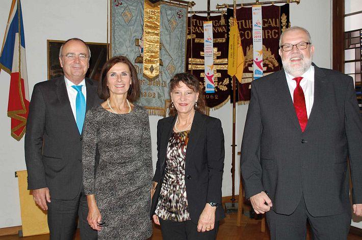 Nach dem Stabwechsel (v.l.): Dr. Roland Jüptner, Sabine Kastner, Gabriele Billmann und Jürgen Engelhardt