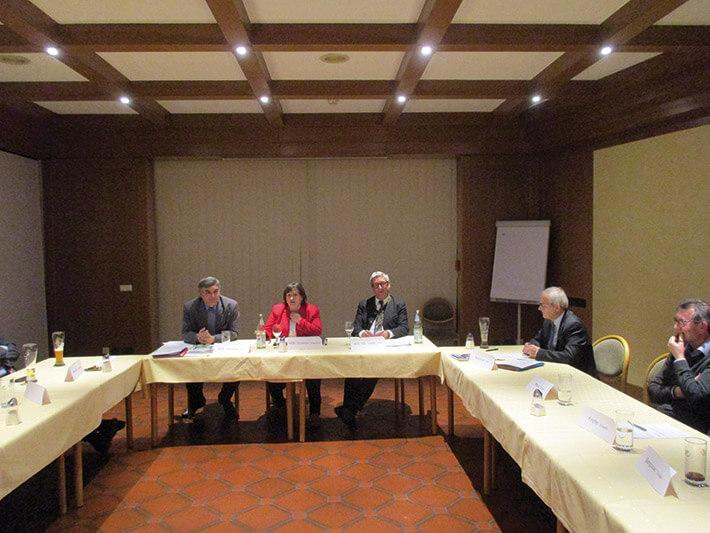 Die Abgeordneten (v. l.) Karl Holmeier, Marianne Schieder und Dr. Karl Vetter mit Karl Bergbauer.