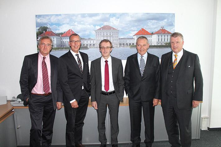 Der neue Vorsitzende des WP-Ausschusses Prof. Dr. Winfried Schwarzmann (Mitte) mit (v. l.) Klaus Richter, LSWB-Vorstandsmitglied Dr. Peter Leidel, Ehrenpräsident Dr. Peter Küffner und LSWB-Schatzmeister Andreas L. Huber.