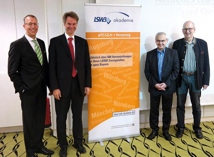 Nach dem Seminar: (v. l.) Dr. Peter Leidel, Dr. Eckhard Wälzholz, LSWB-Vorstand Karl Bergbauer und LSWB-Zweigstellenleiter Markus Zwicklbaur.