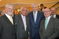 Der Präsident des Bunds der Steuerzahler in Bayern (v. l.), Rolf Baron von Hohenhau, Münchens Kammerpräsident Hartmut Schwab, Horst Seehofer und Manfred F. Klar.