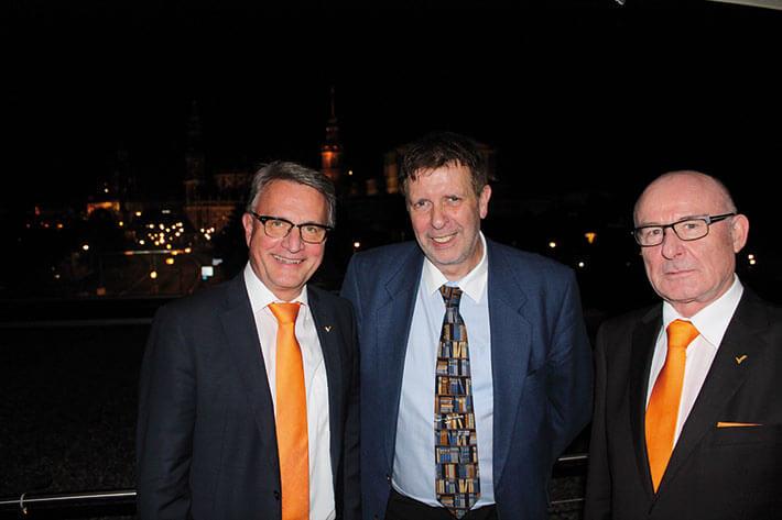 DSTV-BW-Präsident Hans-Joachim Oettinger (l.), Ralf Heitkamp, Vorstandsvorsitzender des Steuerberaterverbands Bremen, und Manfred F. Klar (r.).