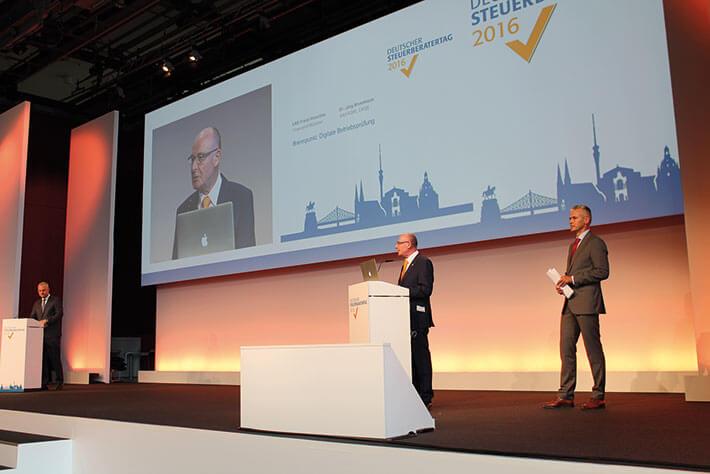 LSWB-Präsident Manfred F. Klar als Panelleiter